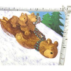 画像2: 雪の斜面を滑る親子のくま!
